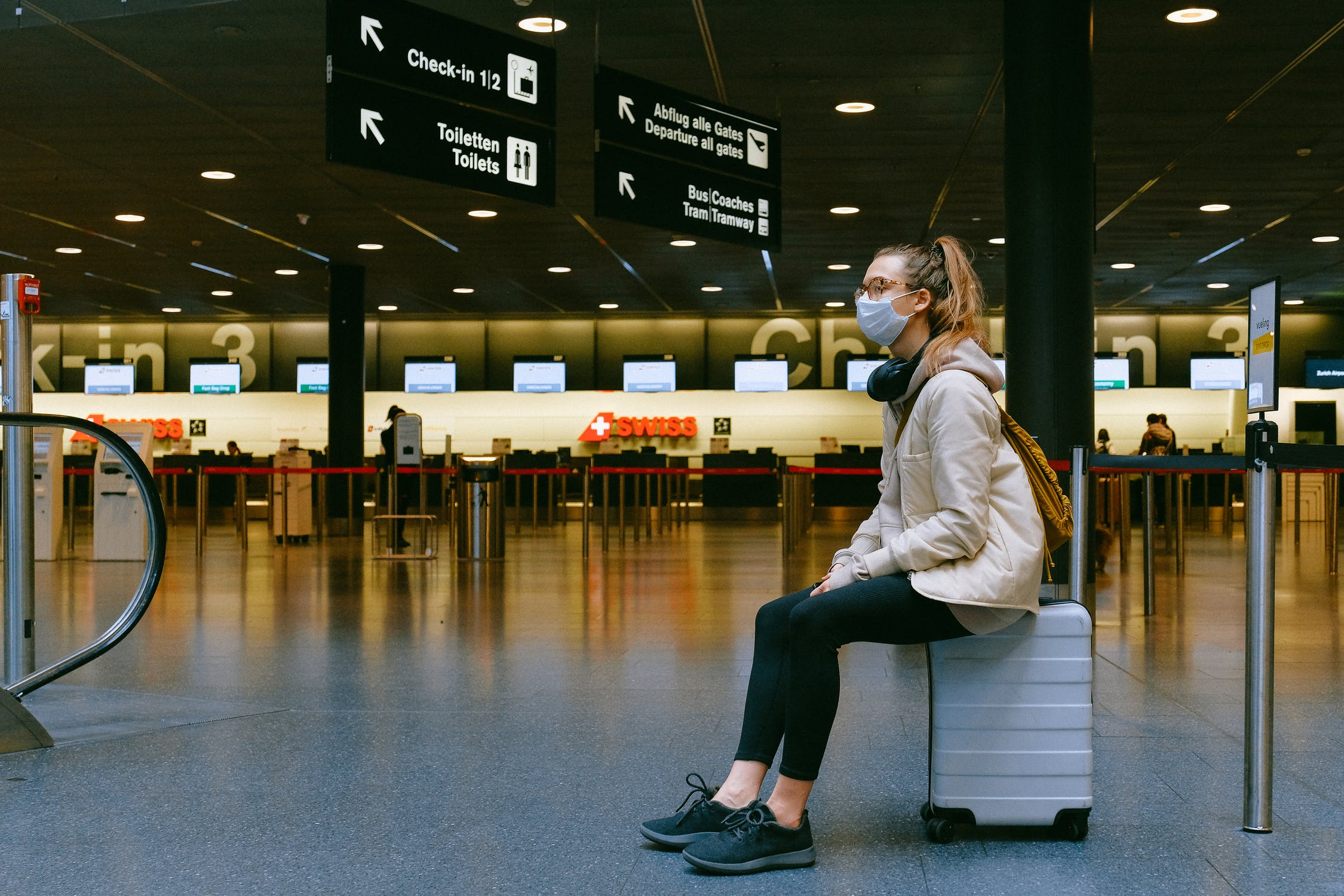 sitting in airport during covid-19